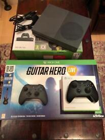 Xbox One S (Storm Grey) + Extra Controller + Guitar Hero Live