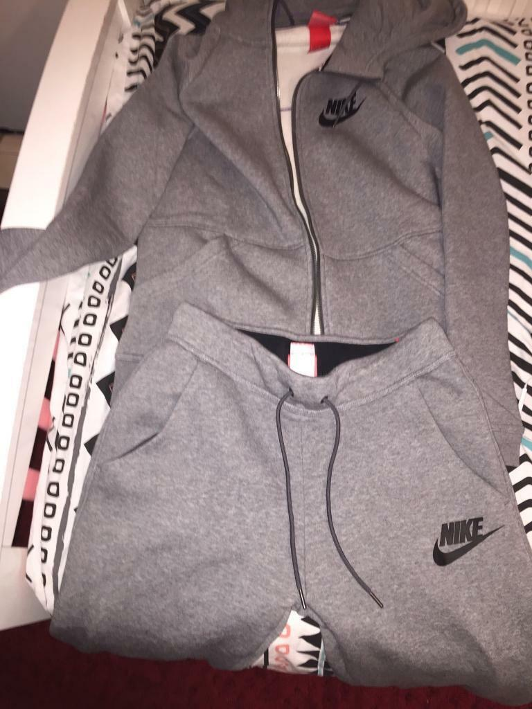 Nike Tracksuitin Camberwell, LondonGumtree - Nike womans tracksuit full hoodie and trousers (GREY TRACKSUIT) Can be Unisex too