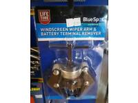 Windscreen wiper arm and battery terminal remover