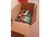 An 8kg assorted box of used Lego pieces... great for young child who loves lego.
