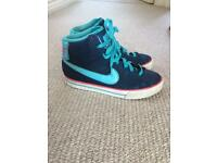 Nike girls trainers size 3 in good condition.