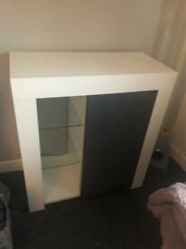 White gloss & grey unit