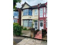 2 bedroom flat in Audley Road, London