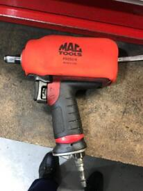MAC TOOLS IMPACT GUN 1/2 INCH drive. VERY POWERFUL