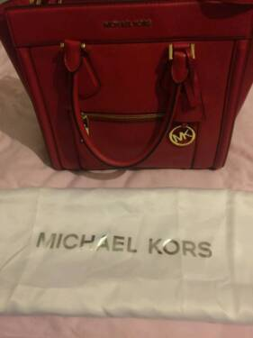 sch ne michael kors tasche rot ungetragen in nordrhein westfalen mettmann ebay kleinanzeigen. Black Bedroom Furniture Sets. Home Design Ideas