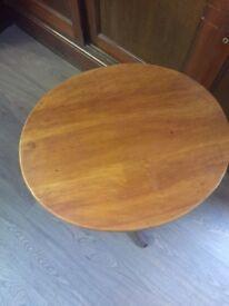 Twist leg side table