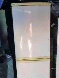 Fridge freezer white hoover