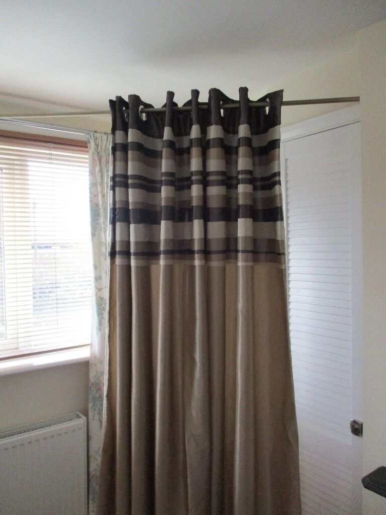 2 pairs of fully lined ring top curtains