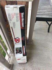 Electric hedge trimmer (BRAND NEW still in box)