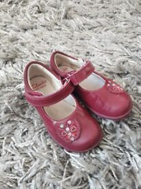 4 1/2 F Clarks girls shoes.
