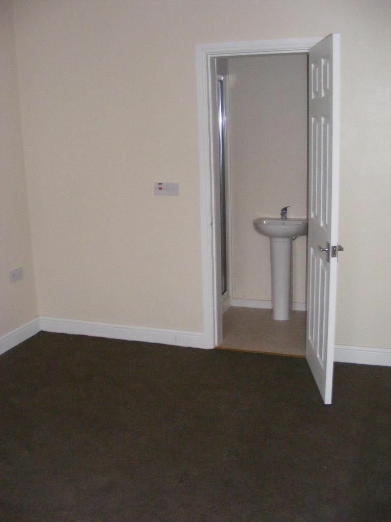 REGIONAL HOMES ARE PLEASED TO OFFER STUDIO FLAT: SWEETMAN STREET, WOLVERHAMPTON, BILLS INCLUDED!!!