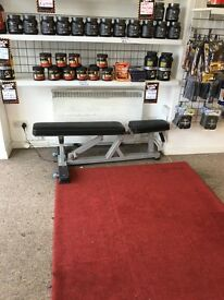 Bodybuilder weight bench
