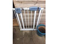 2 Tippitoes pressure fit stair gate