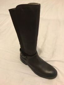 Older Girl Geox boots size 4