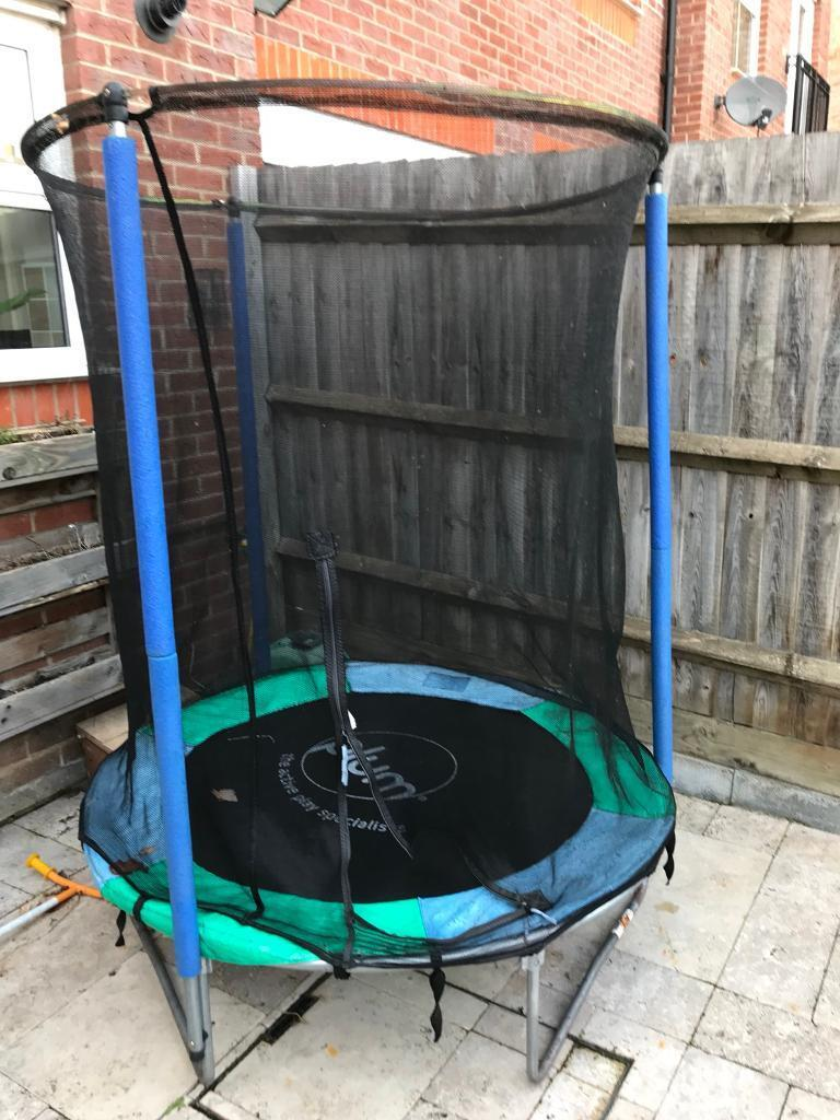 Plum 4 foot trampoline with net enclosure