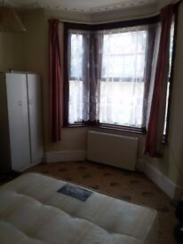 double room to let 1 female
