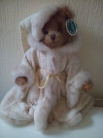 Bearington Collection .. Grandfather frost style 1740 in good clean condition.