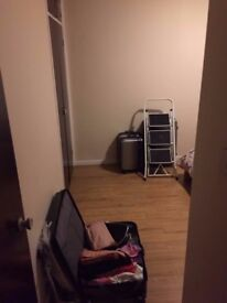 FULLY FURNISHED DOUBLE ROOM AVAILABLE FOR INSTANT VIEWING & MOVE IN