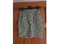 Daisy-print skirt size Small- only worn once!