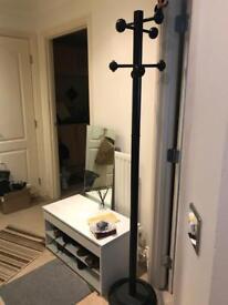 Standing coat hanger for waiting room