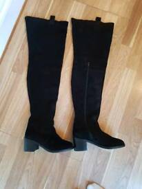 Full leg suede size 4 boots