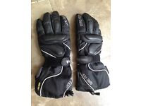 Motor cycling gloves