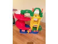 Little tykes car garage excellent condition