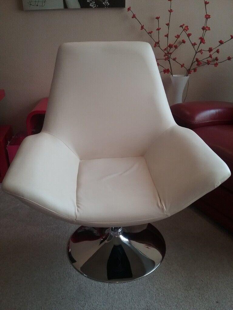 Super Cream Leather Look Modern Swivel Chair On Chrome Stand In Stocksbridge South Yorkshire Gumtree Dailytribune Chair Design For Home Dailytribuneorg