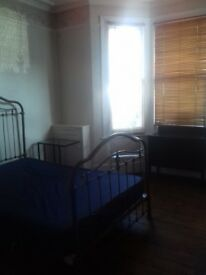 Double room to rent in west ealing in lesbian houseshare