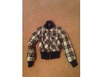 Guess jacket, size medium. Excellent condition.