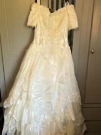 NEVER BEEN WORN WEDDING DRESS