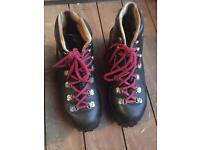 """Vintage Hawkins """"Pyrenean"""" MARK 1. Size 4 walking boots. Good condition"""