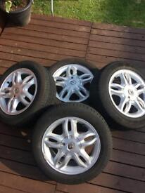 Renault Clio mk3 Alloys and Good tread
