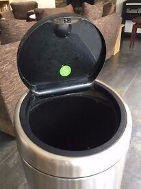 Brabantia Touch Bin 30L + 22 G bin liners