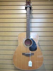 Guitare acoustique de marque Yamaha
