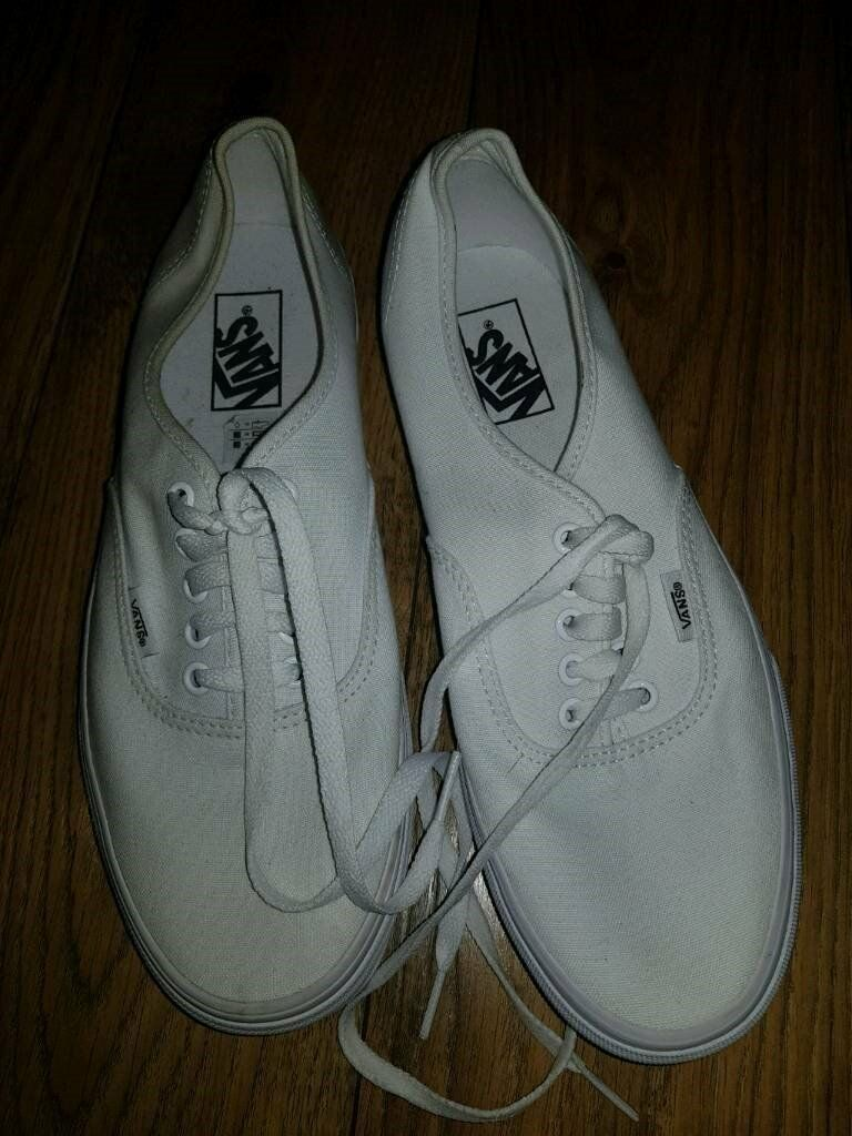 680b5426b35c White unisex Vans shoes size uk 8.5 ...