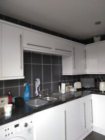 White gloss kitchen units with extras for sale