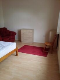 Rooms to let in House share with 2 Bathrooms