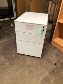 White or Blue pedestal drawer unit. 3 drawer with lock & key