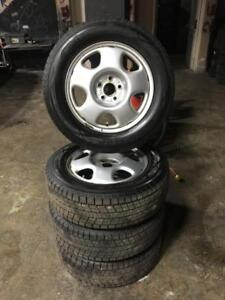 225 65R 17 DUNLOP WINTER MAX WINTER SNOW TIRES & HONDA CR-V RIMS 11/32NDS TREAD EXCELLENT SHAPE!