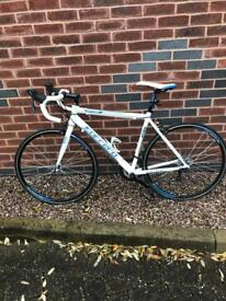 Carrera Virtuoso Road Bike (like new)