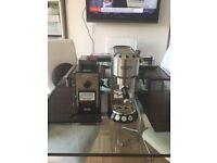 De'Longhi EC680 Dedica Style Pump Espresso Coffee Machine & free coffee grinder