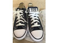 CONVERSE NAVY SIZE 7 NEW