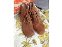 Great condition MK Michael Kors brown heels/ boots size 7 / 9M