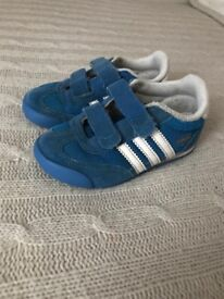 boys size 7 trainers