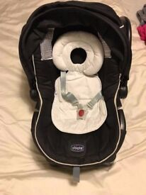 Car Baby Seat (Chicco Autofix Group 0+ 13K) like new