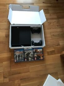Ps4 500gb 2 controllers and 3 gamees