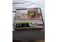Sanus full motion + TV wall mount 13-39 inches