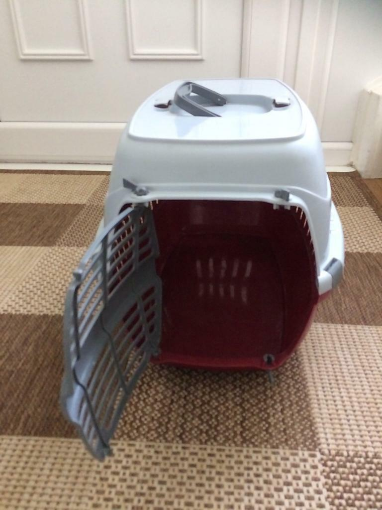 Small pet carrier.. like New!!