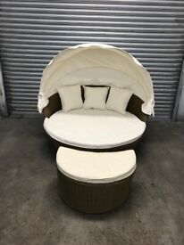 FREE DELIVERY BROWN GARDEN RATTAN DAY BED WITH CANOPY GREAT CONDITION